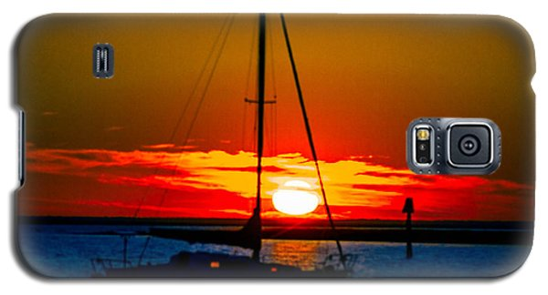 Galaxy S5 Case featuring the photograph Good Night by Shannon Harrington