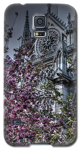 Galaxy S5 Case featuring the photograph Gothic Paris by Jennifer Ancker