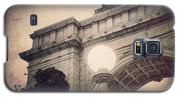 School Galaxy S5 Case - Grand Army Plaza Arch -  Brooklyn Ny by Joel Lopez