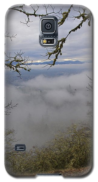Galaxy S5 Case featuring the photograph Grants Pass In The Fog by Mick Anderson