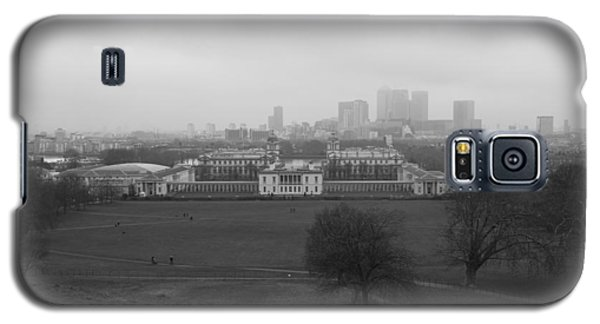 Galaxy S5 Case featuring the photograph Greenwich View by Maj Seda