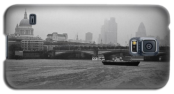 Galaxy S5 Case featuring the photograph Grey London by Lenny Carter