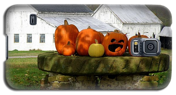 Galaxy S5 Case featuring the photograph Halloween Scene by Lainie Wrightson