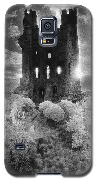Dungeon Galaxy S5 Case - Helmsley Castle by Simon Marsden