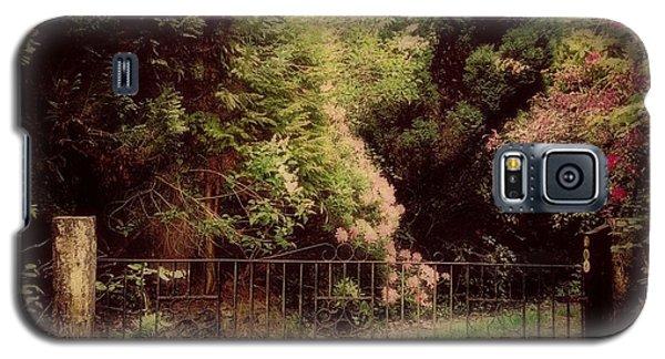 Galaxy S5 Case featuring the photograph Hidden Garden by Marilyn Wilson