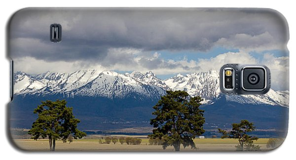 Galaxy S5 Case featuring the photograph High Tatras - Vysoke Tatry by Les Palenik