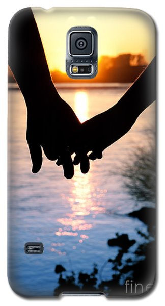 Holding Hands Silhouette Galaxy S5 Case