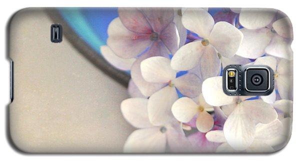 Hydrangeas In Blue Bowl Galaxy S5 Case by Lyn Randle