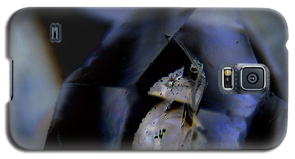 Galaxy S5 Case featuring the photograph Indigo Quartz Crystal by Vicki Ferrari