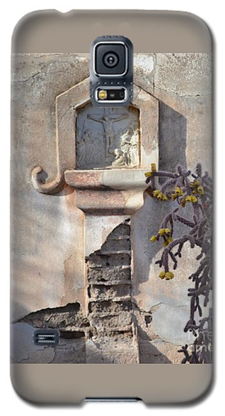 Galaxy S5 Case featuring the photograph Jesus Image by Rebecca Margraf