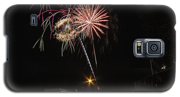 Galaxy S5 Case featuring the photograph July 4th 2012 by Tom Gort