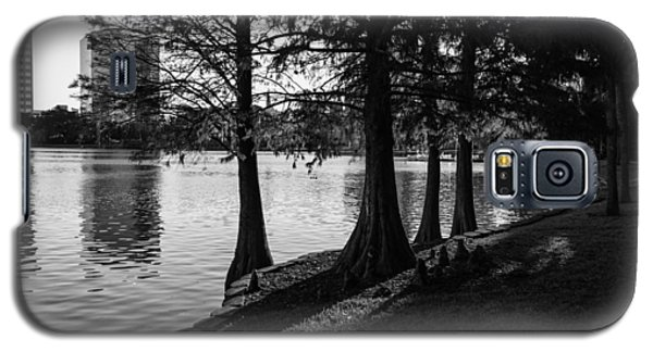 Galaxy S5 Case featuring the photograph Lake Eola Water Edge by Lynn Palmer