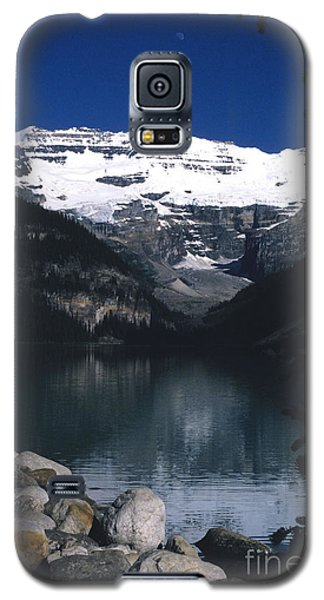 Galaxy S5 Case featuring the photograph Lake Louise II by Sharon Elliott