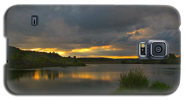 Galaxy S5 Case featuring the photograph Lakeside Sunset by Cindy Haggerty