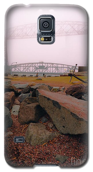 Lift Bridge In Spring Fog Galaxy S5 Case by Mark David Zahn