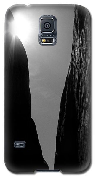 Galaxy S5 Case featuring the photograph Light Of Day by Vicki Pelham