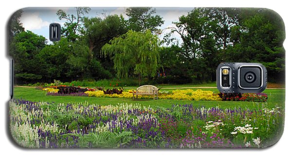 Galaxy S5 Case featuring the photograph Lincoln Park Gardens by Lynn Bauer
