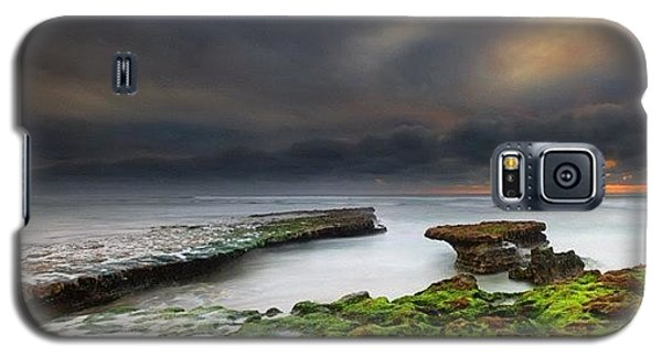 Galaxy S5 Case - Long Exposure Of A Stormy Sunset At A by Larry Marshall