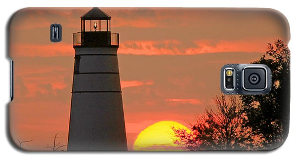 Galaxy S5 Case featuring the photograph Madisonville Lighthouse Sunset by Luana K Perez