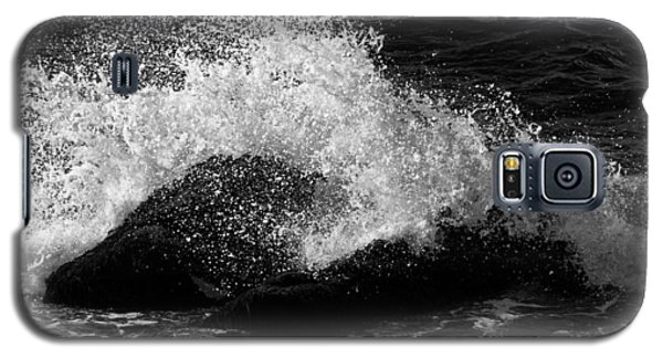 Galaxy S5 Case featuring the photograph Making Waves by Nancy De Flon