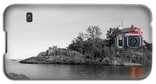Galaxy S5 Case featuring the photograph Marquette Harbor Lighthouse Selective Color by Mark J Seefeldt
