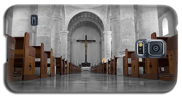 Galaxy S5 Case featuring the photograph Merida Mexico Cathedral Interior Color Splash Black And White by Shawn O'Brien