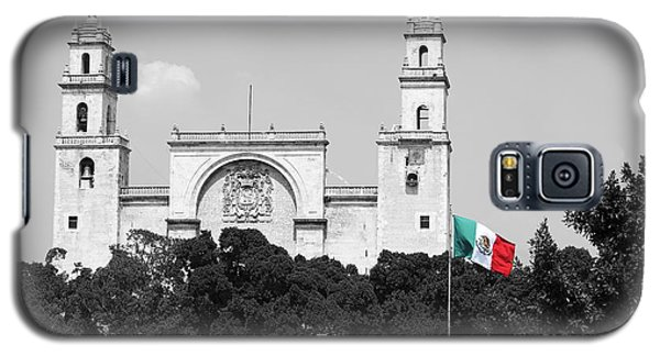 Galaxy S5 Case featuring the photograph Mexico Flag On Merida Cathedral San Ildefonso Town Square Color Splash Black And White by Shawn O'Brien