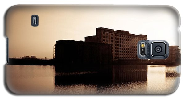 Galaxy S5 Case featuring the photograph Millenium Mills Warehouse by Lenny Carter