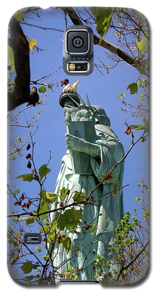 Galaxy S5 Case featuring the photograph Miss Liberty by Paul Mashburn