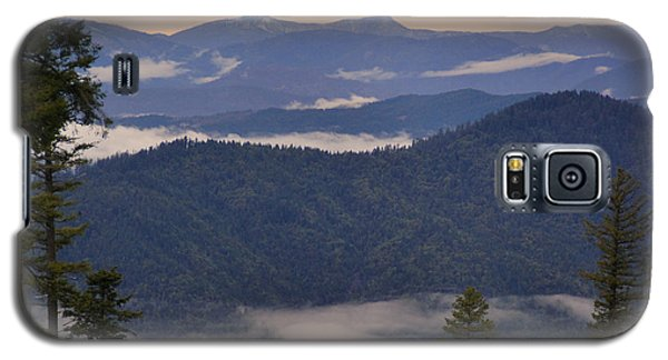 Galaxy S5 Case featuring the photograph Mists In The Siskiyou Mountains by Mick Anderson