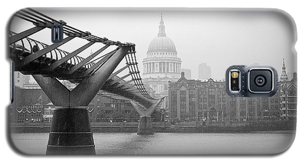 Galaxy S5 Case featuring the photograph Modern And Traditional London by Lenny Carter