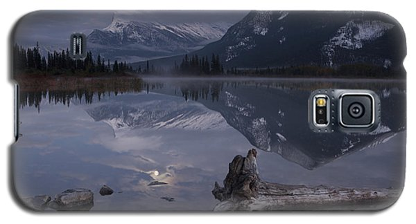 Moonrise Over Banff Galaxy S5 Case