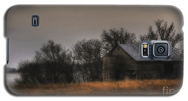 Galaxy S5 Case featuring the photograph Morning Fog At Jorgens Barn by Trey Foerster