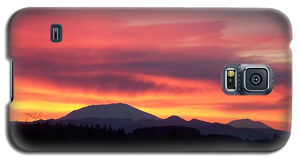 Galaxy S5 Case featuring the photograph Morning Glow by Chalet Roome-Rigdon