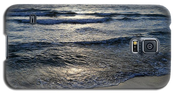 Galaxy S5 Case featuring the photograph Morning Surf by Clara Sue Beym