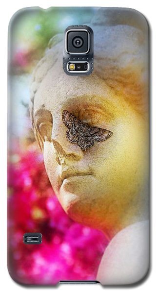 Moth On Statue Galaxy S5 Case by Judi Bagwell