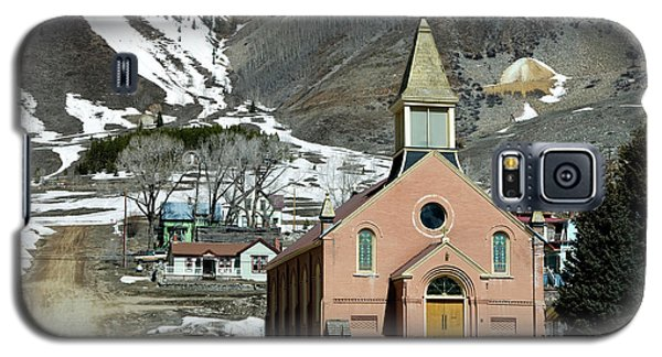 Galaxy S5 Case featuring the photograph Mountain Chapel With Red Steps by Lorraine Devon Wilke