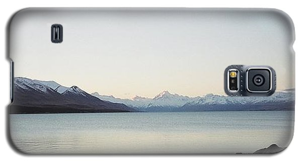 Galaxy S5 Case featuring the photograph Mt Cook From Lake Pukaki by Peter Mooyman