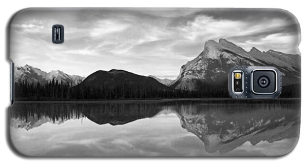 Mt. Rundel Reflection Black And White Galaxy S5 Case