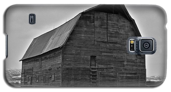 Galaxy S5 Case featuring the photograph Noble Barn by Eric Tressler
