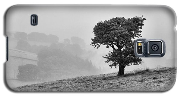 Galaxy S5 Case featuring the photograph Oak Tree In The Mist. by Clare Bambers