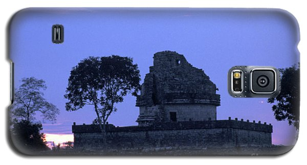 Galaxy S5 Case featuring the photograph Obervatory At Sunset Chichen Itza Mexico by John  Mitchell