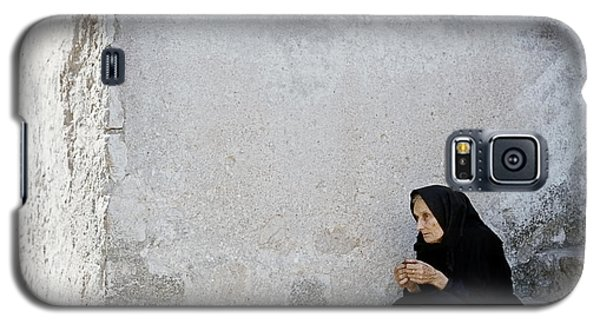Old Age Woman Sitting Galaxy S5 Case by Juan Carlos Ferro Duque