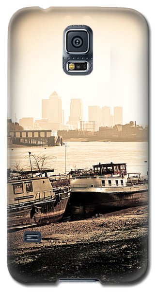 Galaxy S5 Case featuring the photograph Old And New London Town by Lenny Carter