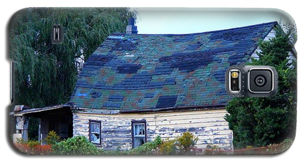 Galaxy S5 Case featuring the photograph Old Barn by Davandra Cribbie