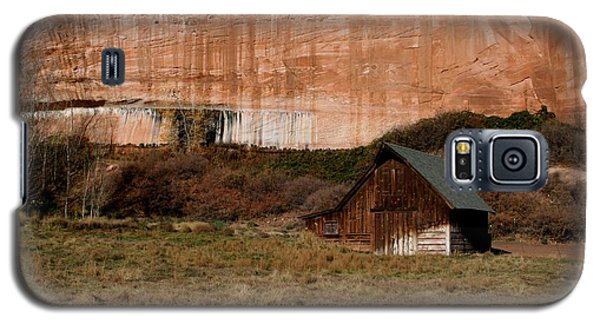 Galaxy S5 Case featuring the photograph Old Barn In Angel Canyon #1  by Nola Lee Kelsey