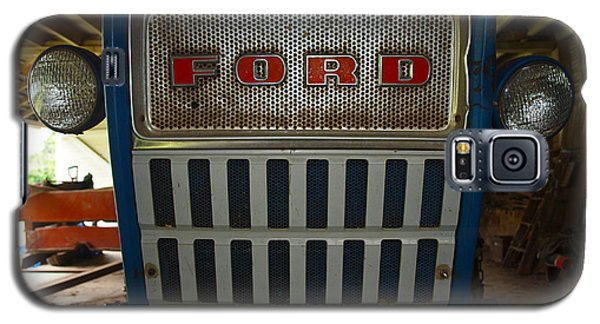 Old Ford Tractor Galaxy S5 Case by Robert Margetts