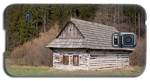 Galaxy S5 Case featuring the photograph Old Log House by Les Palenik
