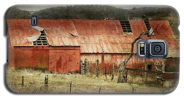 Galaxy S5 Case featuring the photograph Old Red Barn by Joan Bertucci