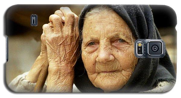 Old Woman In Vrancea Romania Galaxy S5 Case
